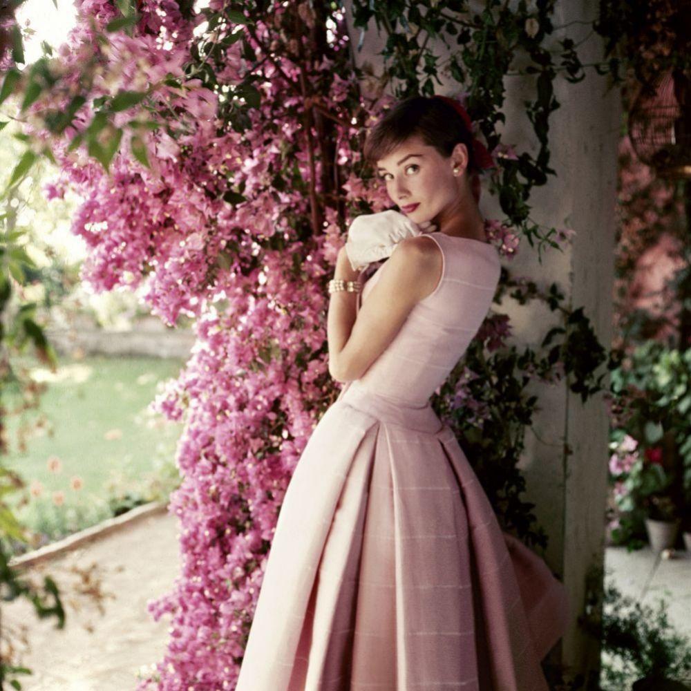 Audrey Hebpurn, 1955, con vestido de Givenchy