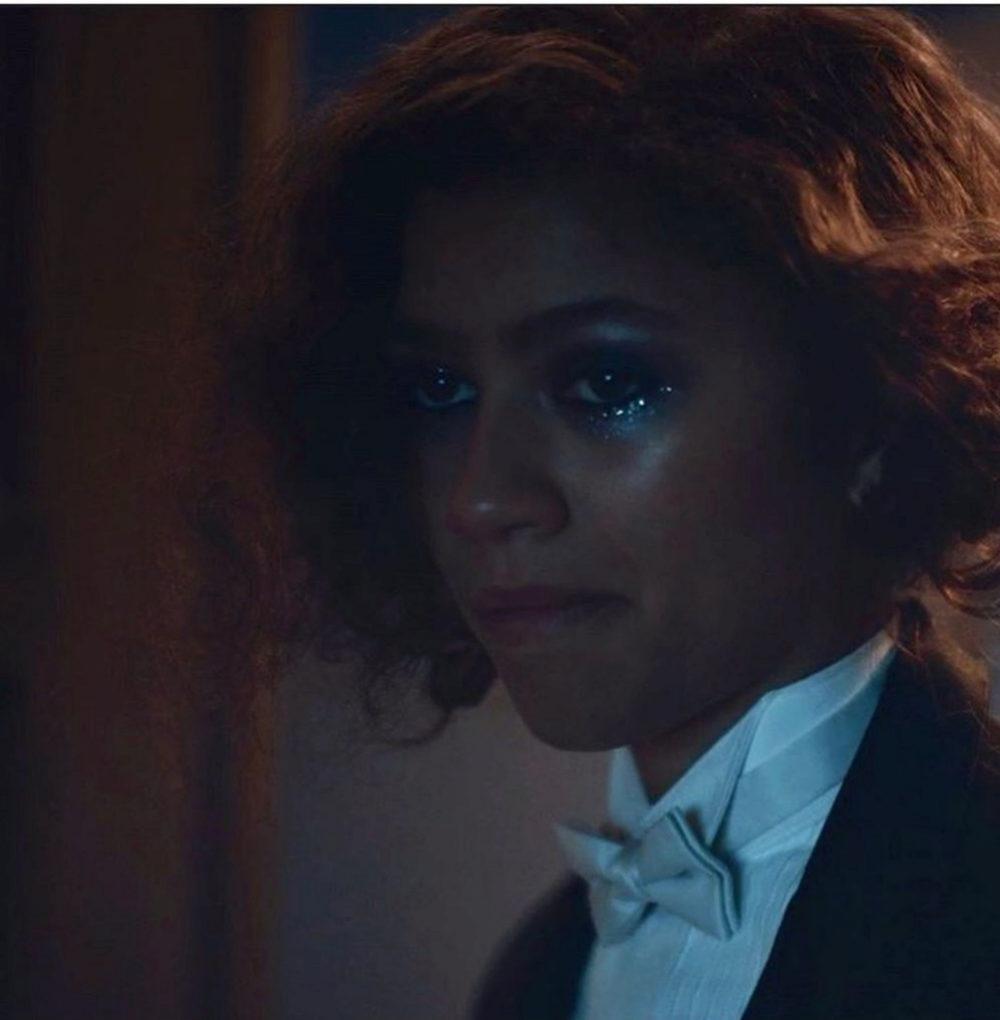 Zendaya con el famoso look de lágrimas glitter.