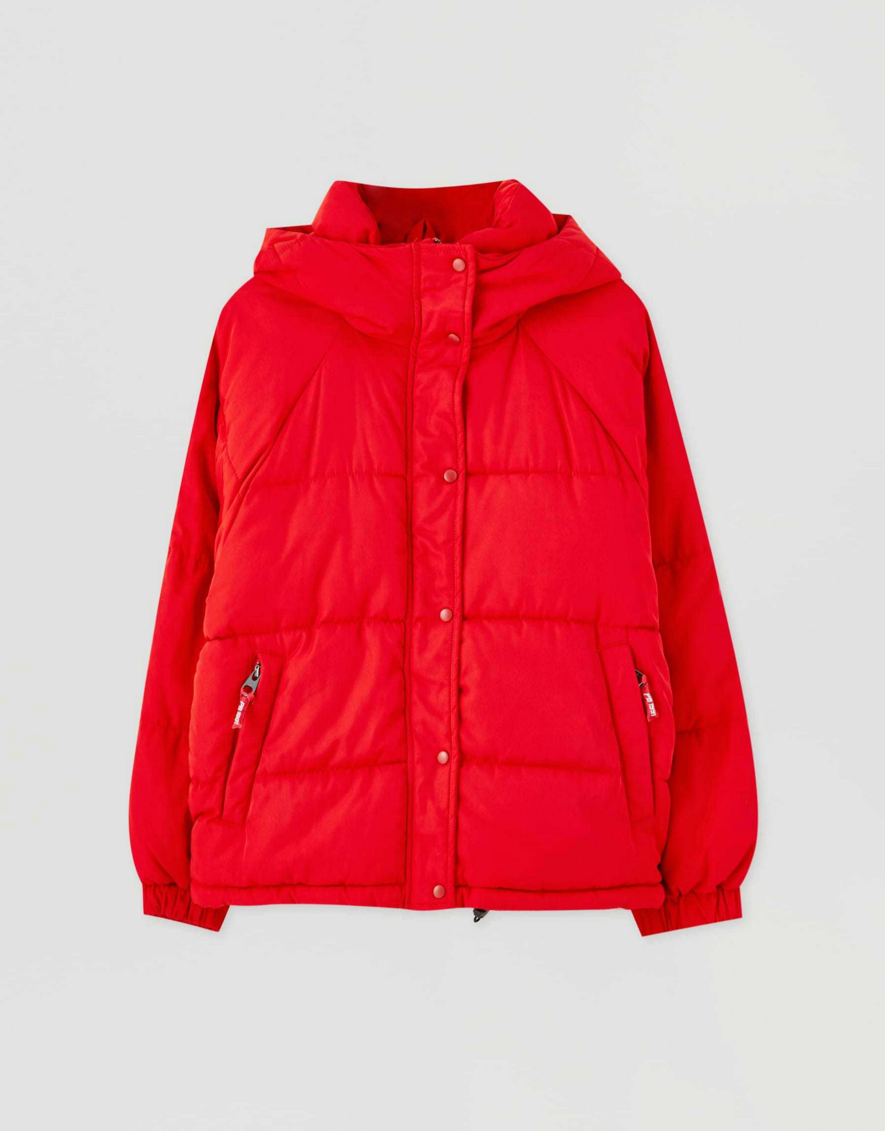 Abrigo acolchado en color rojo de Pull & Bear