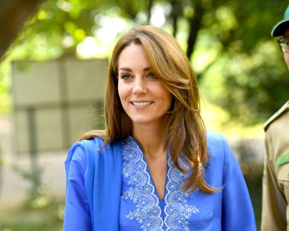 Nos encanta el corte a capas largas con las mechas caramelo de Kate Middleton que suavizan los rasgos del rostro en otoño.