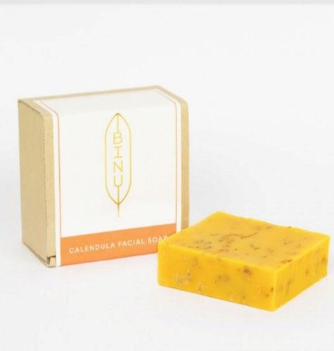 Jabón facial de caléndula para pieles secas de Binu