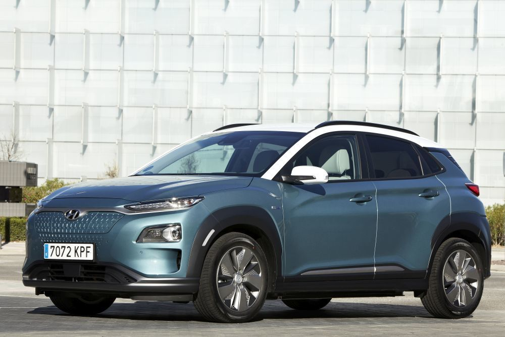 Hyundai Kona en color ceramic Blue y techo en Chalk White