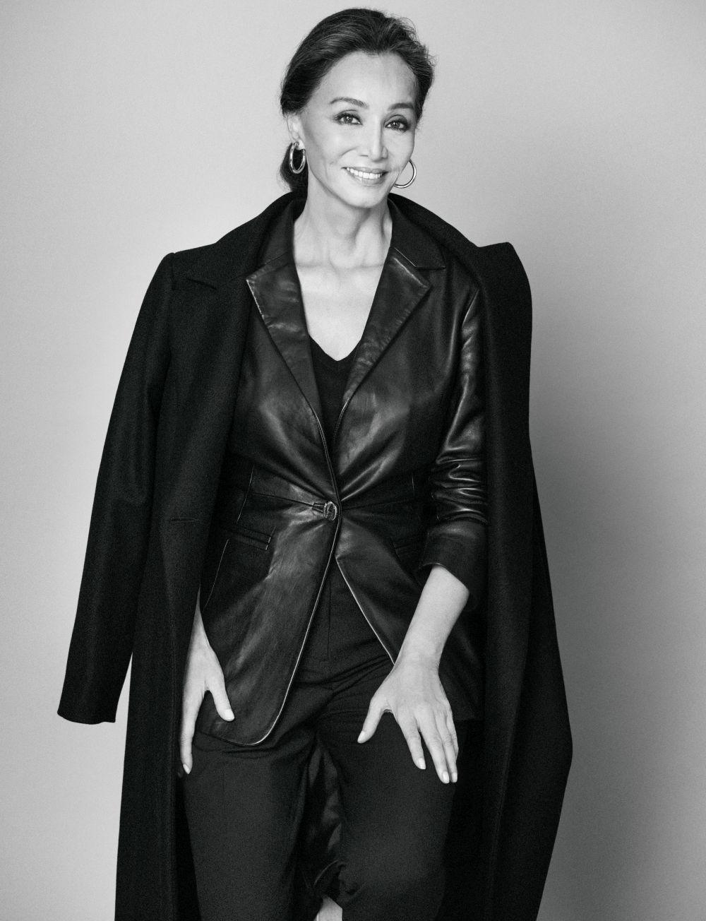 Isabel Preysler lleva total look en negro de Pedro del Hierro.