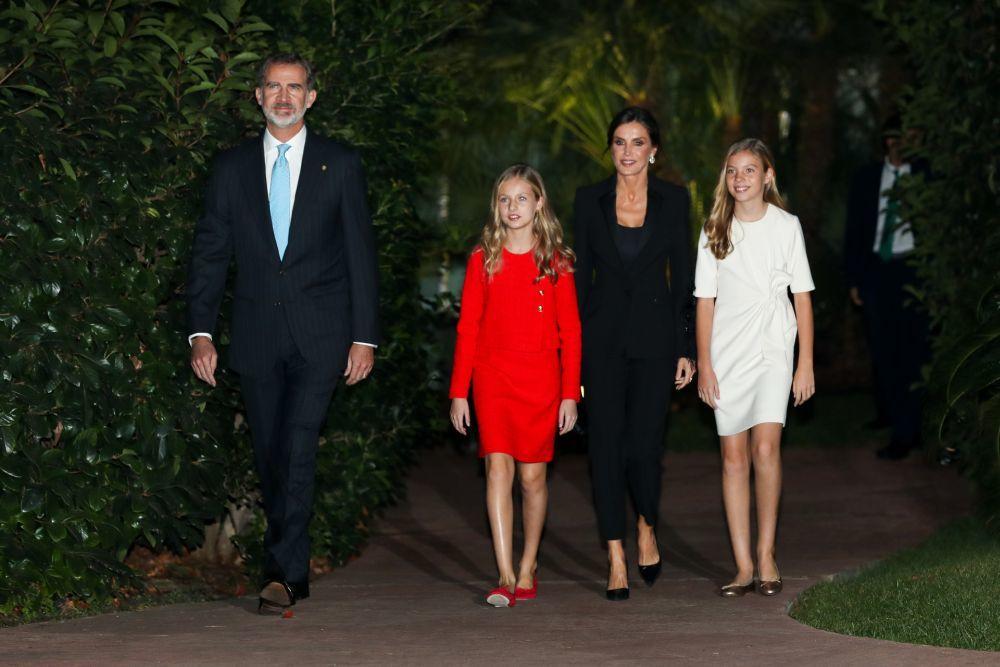 El rey Felipe VI, la reina Letizia y la princesa de Asturias Leonor y...