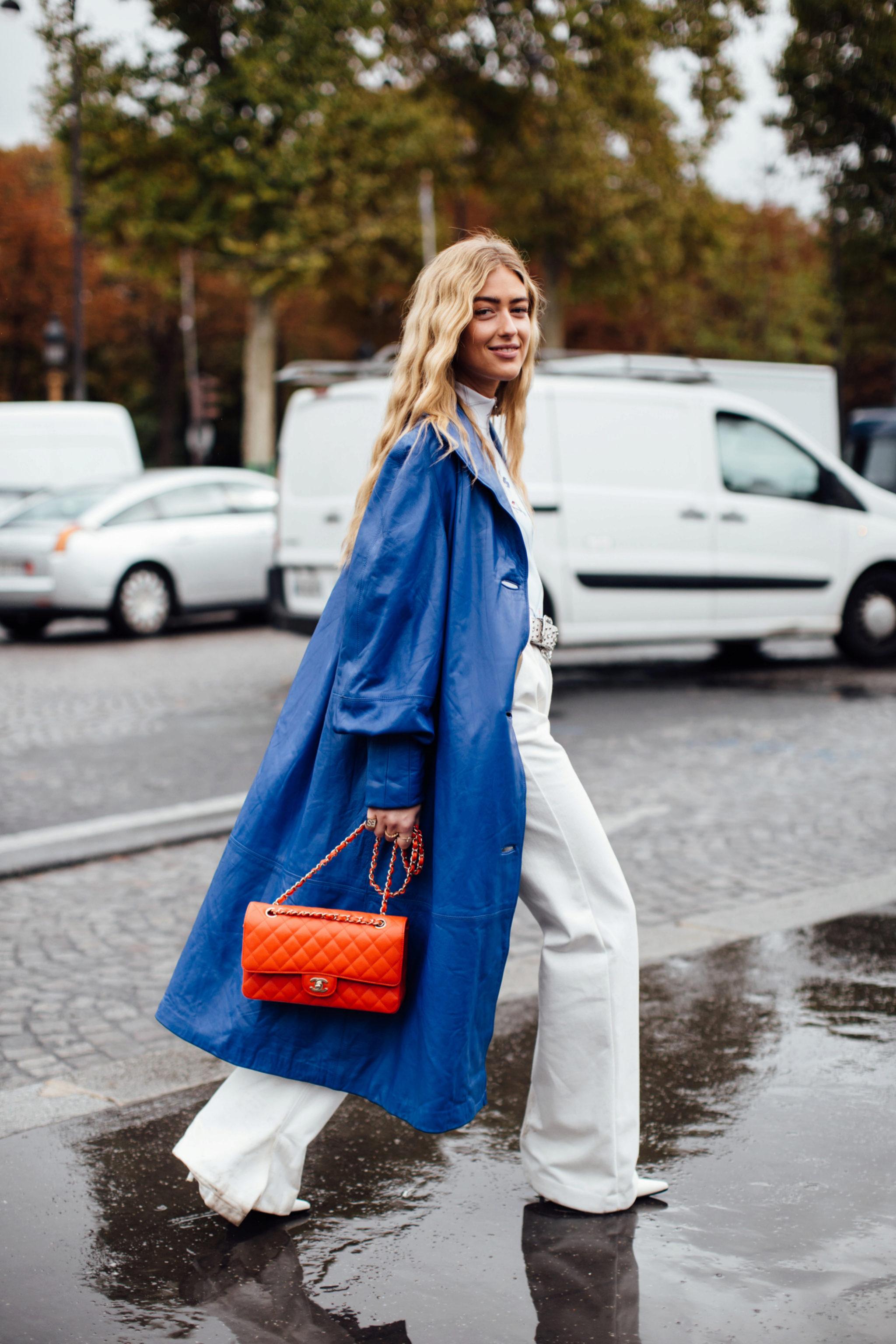 Emili Sindlev también es de las que tiene bolsos de Chanel en el armario