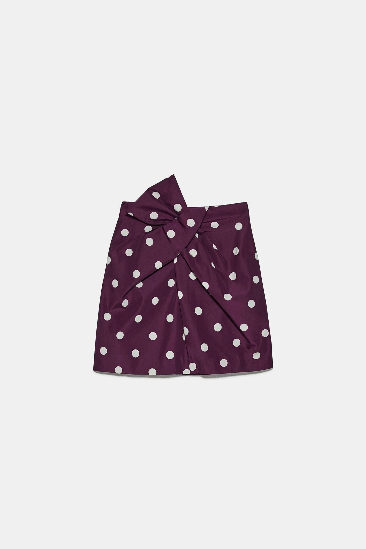 Mini falda drapeada con lunares de Zara