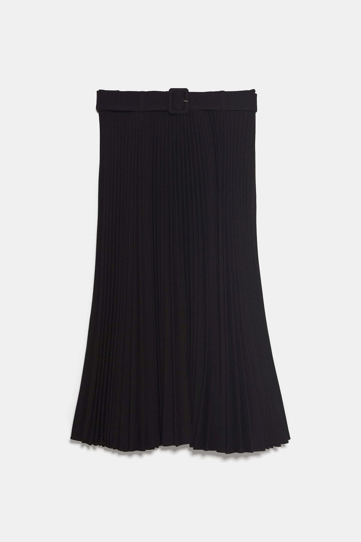Falda plisada con cinturón de Zara