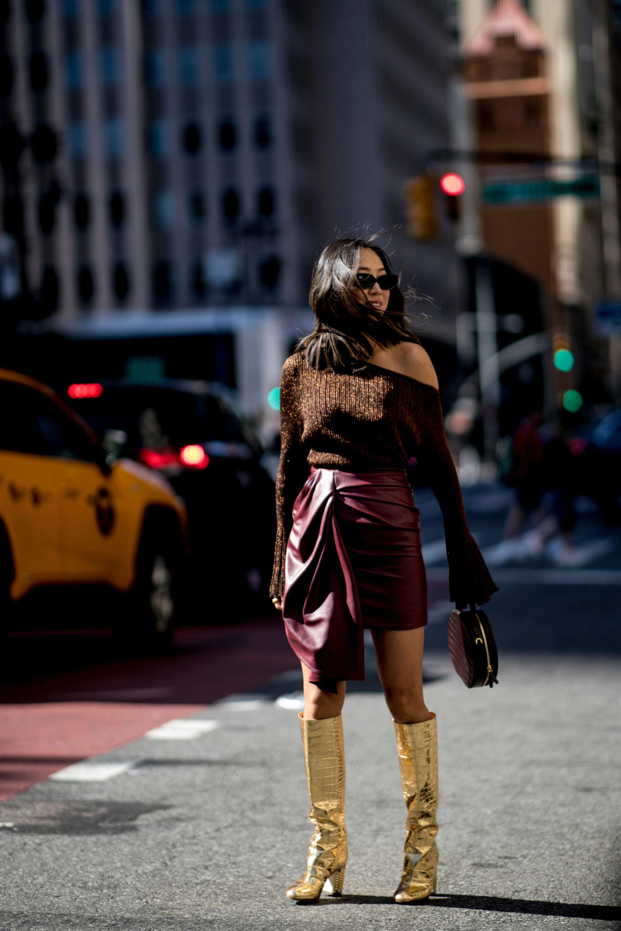 Looks neoyorquinos con la falda como protagonista