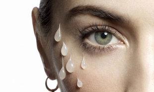 En la delicada piel del contorno de ojos se acusan visiblemente el...