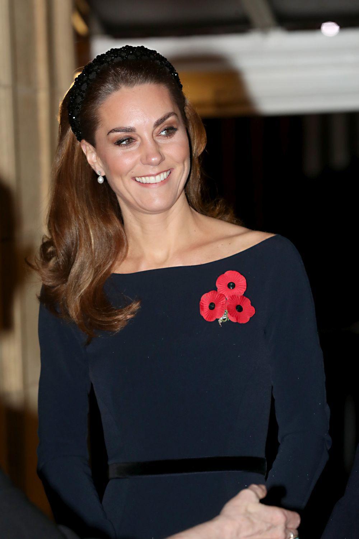 Kate Middleton con diadema de Zara.