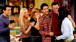 Fotograma de la serie con Joey, Phoebe, Rachel, Ross, Chandler y...