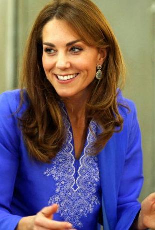 Algo pasa con la melena de Kate Middleton y sabemos qué es.