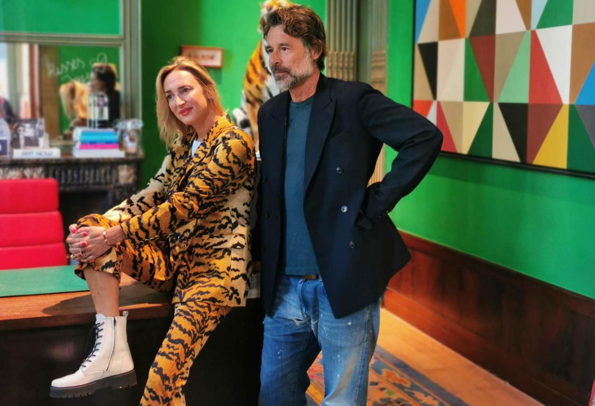Inge Onsea y Esfan Eghtessadi son la pareja fundadora de Essentiel Antwerp, la marca de moda más colorista y vital que viene de Bélgica