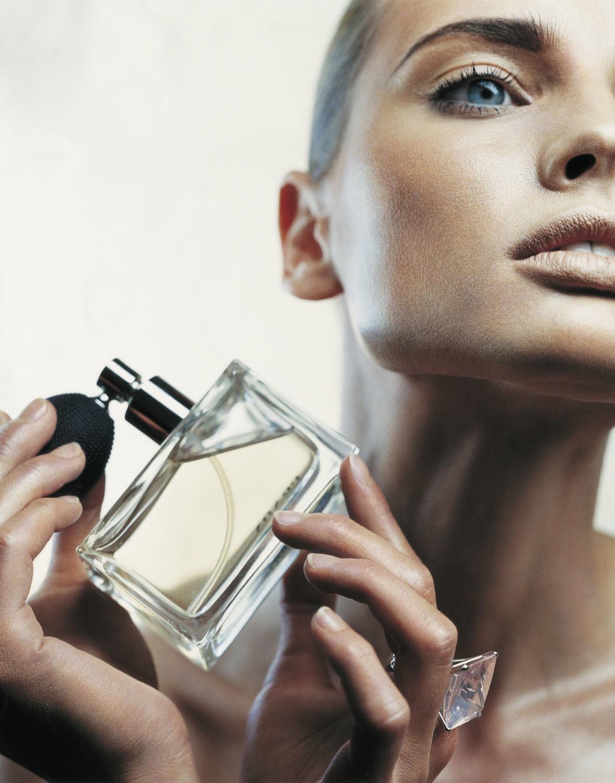 La industria del perfume ha incluido feromonas humanas en algunas fragancias.