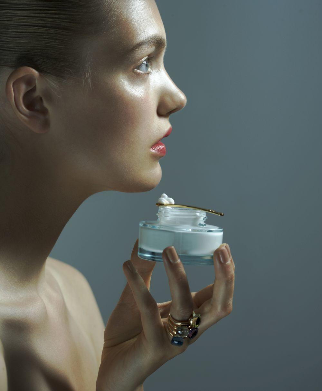 La niacinamida y los antioxidantes combaten las manchas y mejoran la...