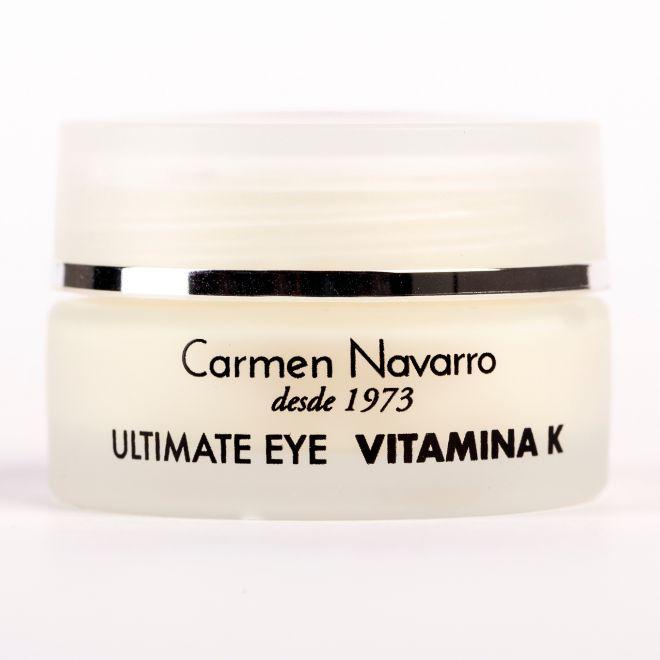 Ultimate Eye Vitamina K, de Carmen Navarro (66 euros). La vitamina K reduce los hematomas, previene y corrige la aparición de ojeras y bolsas de los ojos mientras activa la microcirculación.