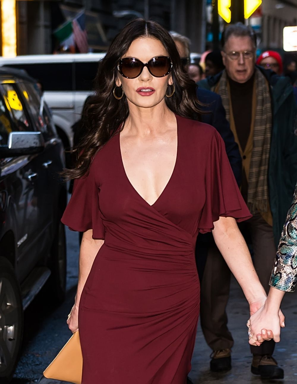 Catherine Zeta Jones con su melena larga con sus mechas low lights.