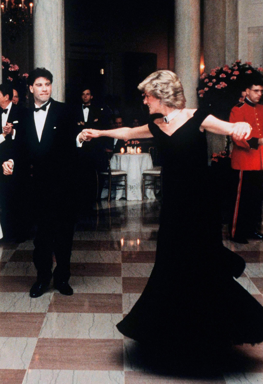 El vestido con el que Lady Di bailó con John Travolta sale a subasta...