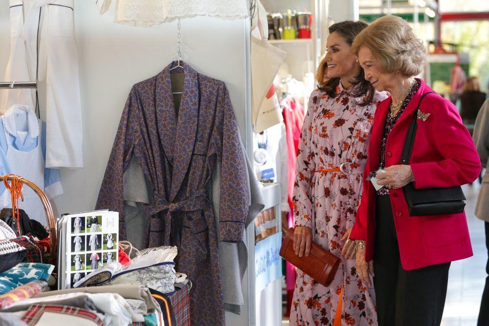 La reina Letizia y la reina Sofía vistitan el rastrillo Nuevo Futuro.