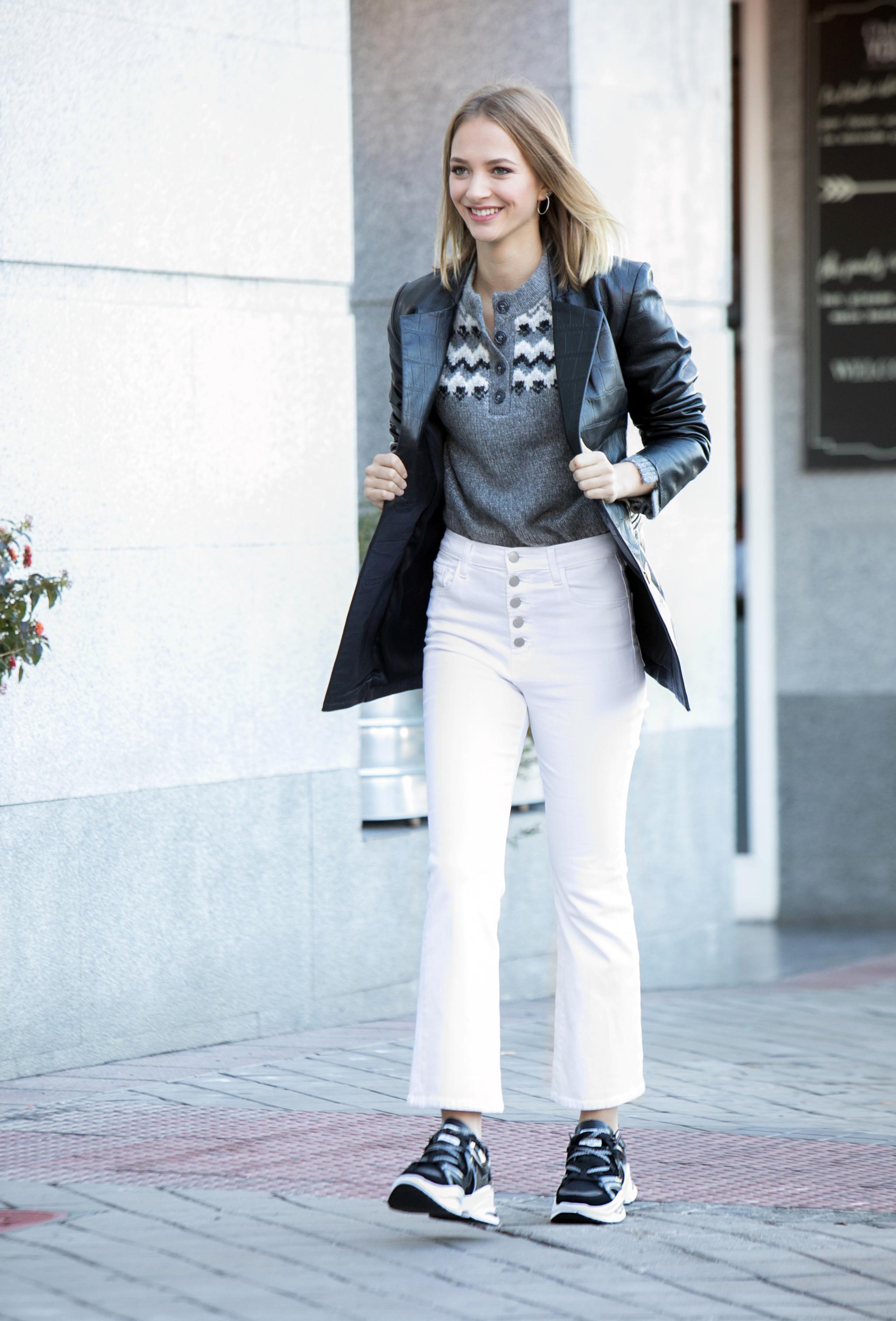 Zapatos de XTI, Chaqueta de Uterque, Jersey Zara y Pantalón de J...