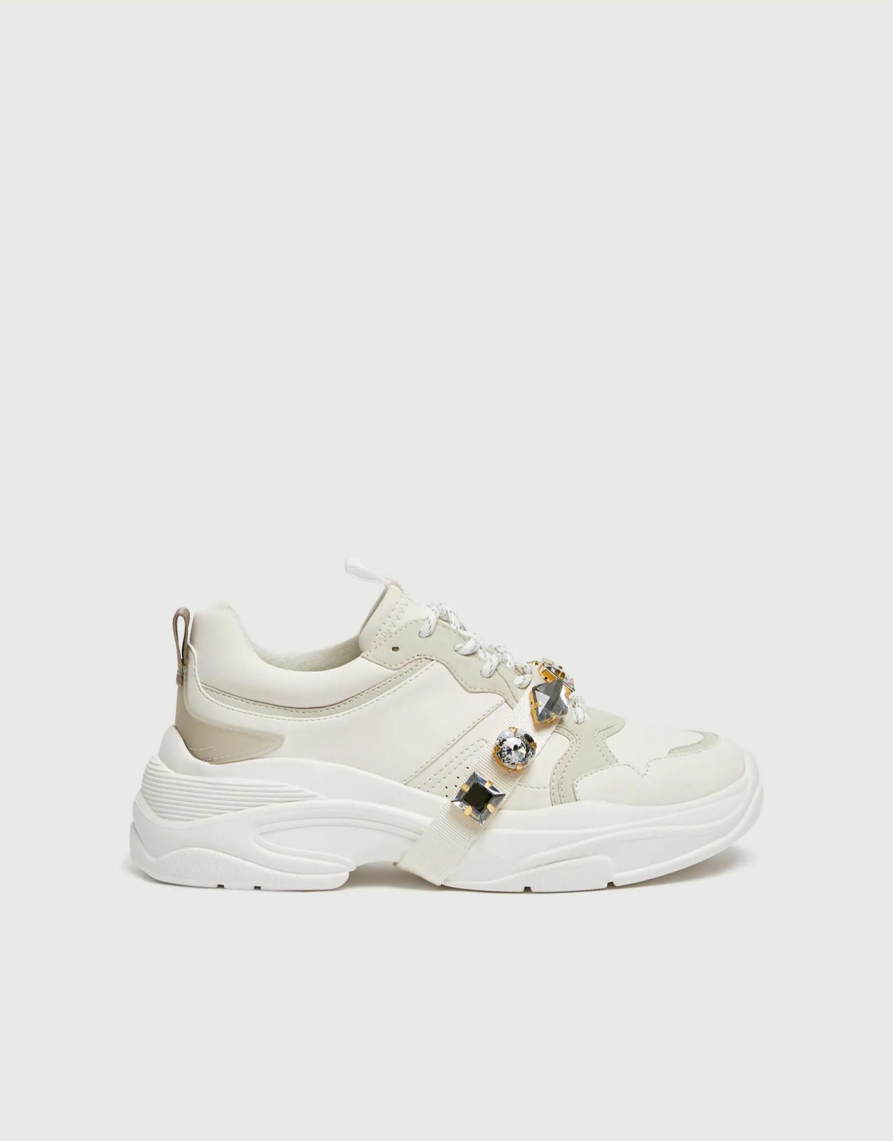 Sneakers tipo 'ugly' con detalles joya de Pull & Bear