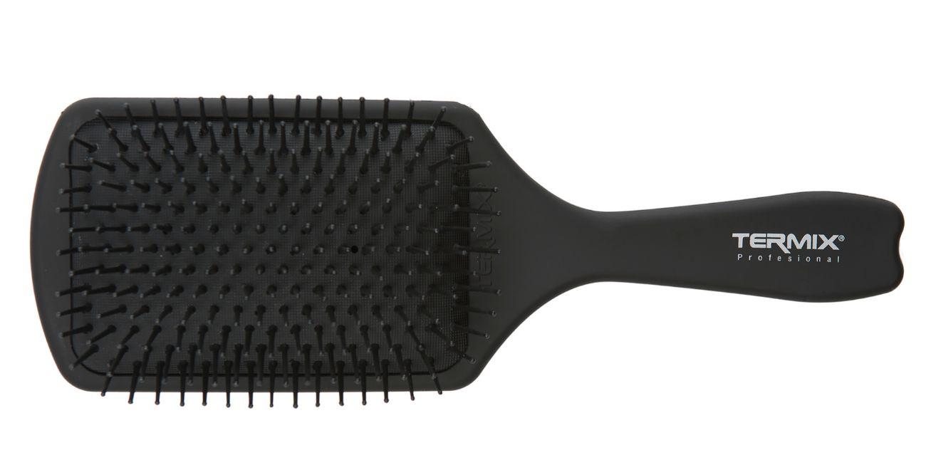 Cepillo Raqueta, de Termix (9,99 euros). La colocación de sus púas reduce el riesgo de rotura y el frizz. Se puede usar en húmedo o en seco.