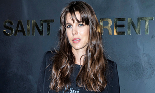Carlota Casiraghi con uno de sus últimos looks de belleza: pelo...