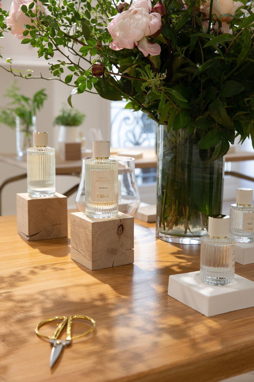 Las nuevas y exclusivas fragancias de Chloé Atelier des Fleurs están pensadas para ser combinadas como un ramo de flores (hibisco, mimosa, cedro, magnolia alba, rosa damascena, lavanda, sampaguita,verbena, neroli) y cuestan 96 euros (50 ml).
