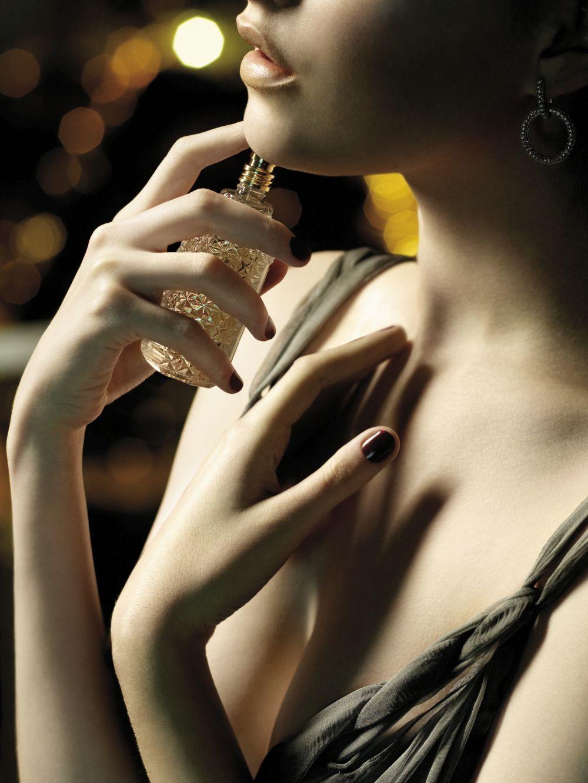 Aplicar el perfume en tus muñecas puede alterar su aroma.