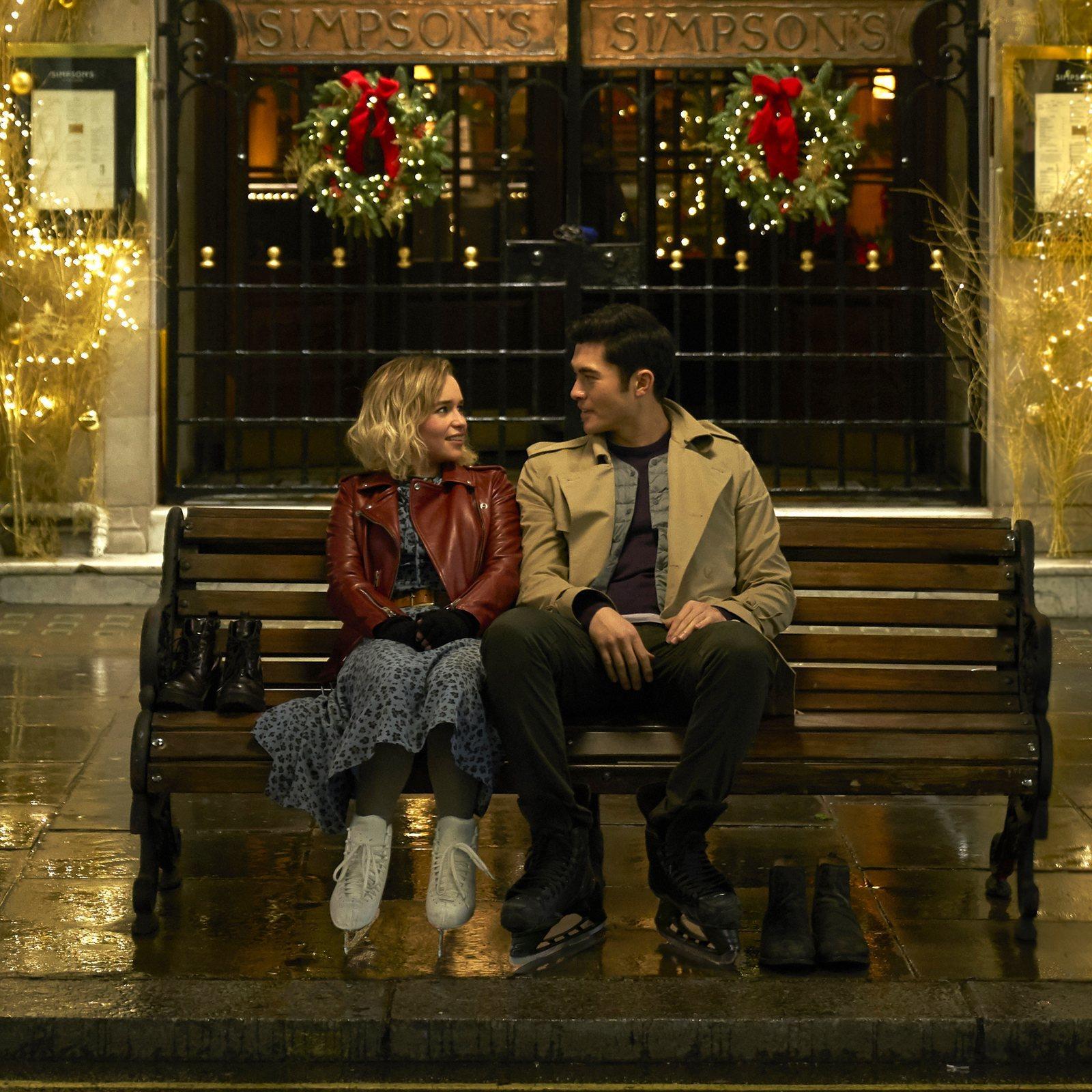 """Emilia Clarke y Henry Golding interpretan a Kate y Tom en la película """"Last Christmas""""."""