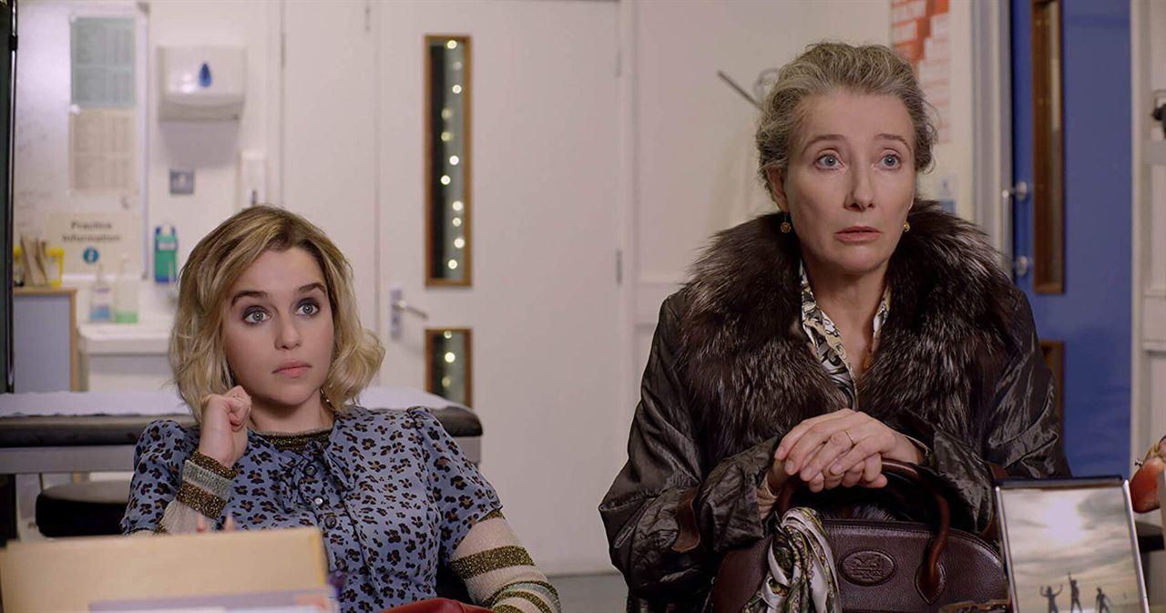 """Emma Thompson interpreta a una inmigrante de la antigua Yugoslavia y madre de Emilia Clarke en """"Last Christmas""""."""