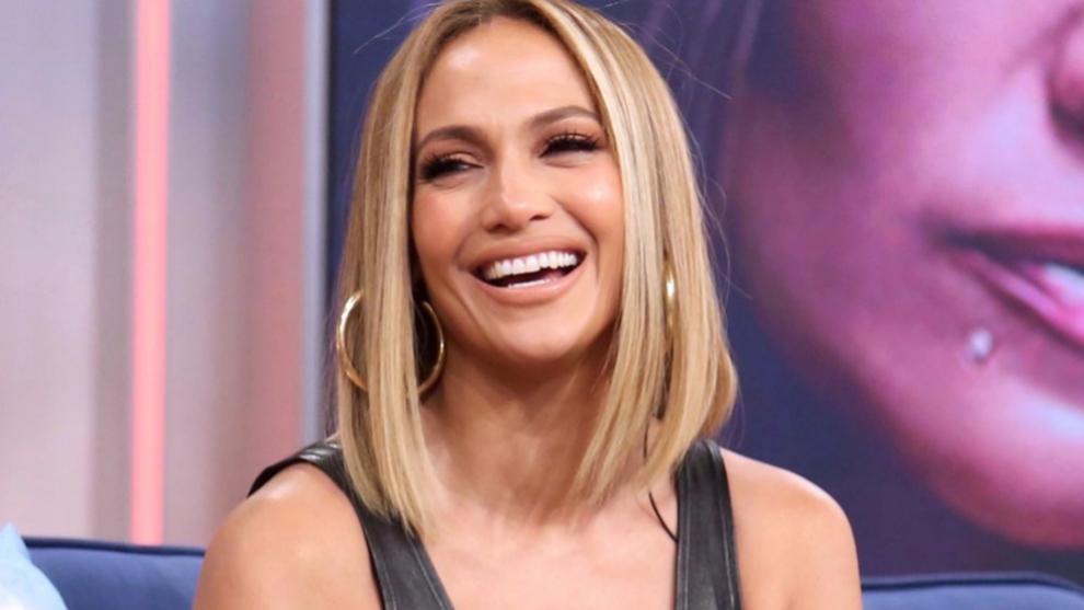 Jennifer Lopez apuesta por los rizos, uno de los peinados que más se...