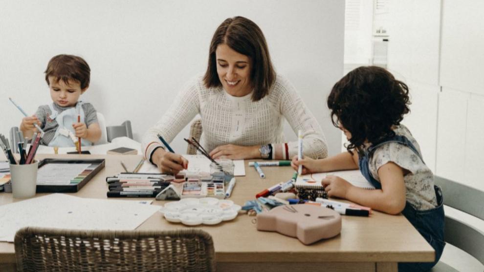 La diseñadora María de Miguel, en su mesa de trabajo acompañada por...