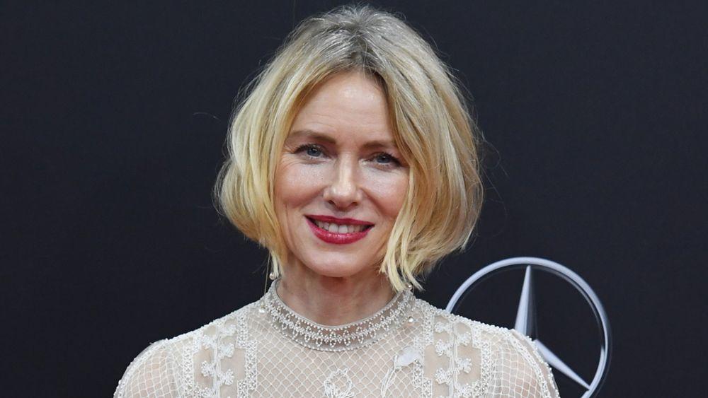 Naomi Watts es fan de declinar su bob de las mil y una formas y nos...