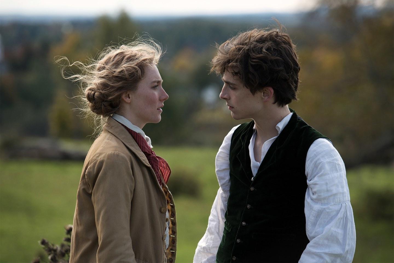 """Saoirse Ronan y Timothée Chalamet intepretan a Jo March y Laurie en la nueva película de """"Mujercitas""""."""