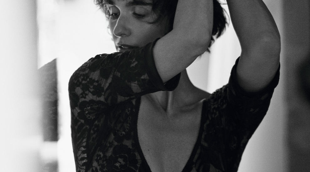 Paz Vega vestida con un body de encaje negro