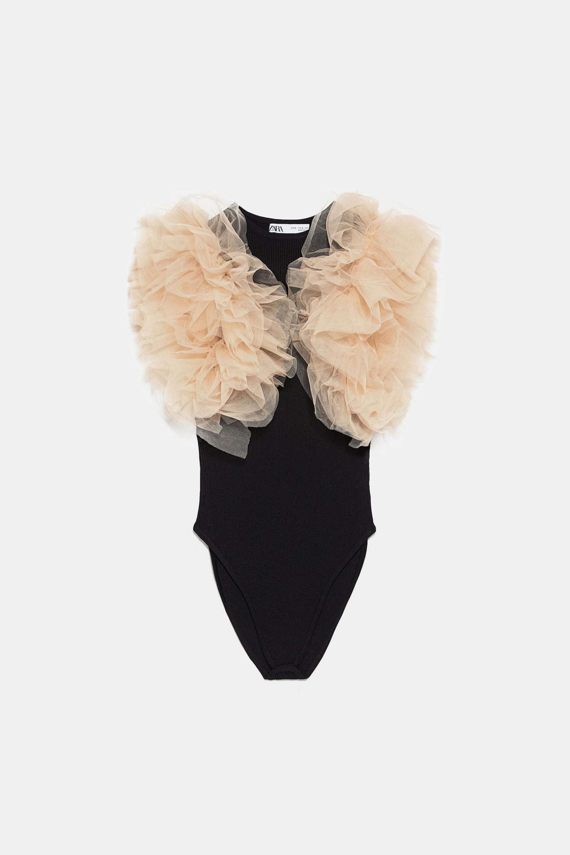 Body negro con detalles de tul en los hombros de Zara (25,95¤)