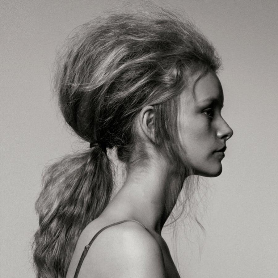 El encrespamiento es más común en cabellos rizados.