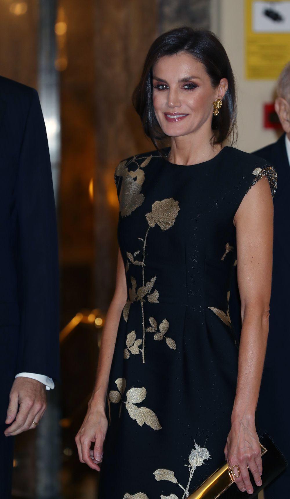 La reina Letizia con un vestido de Dries Van Noten