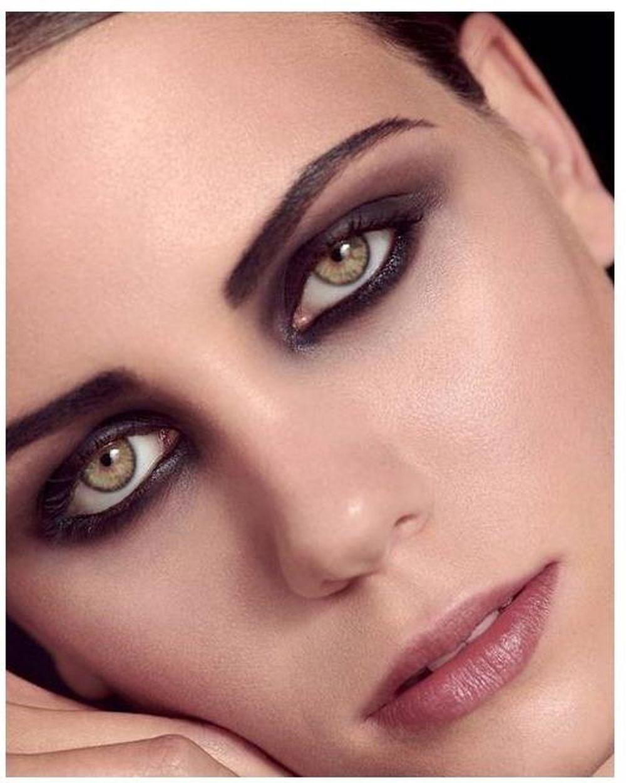 Los ojos ahumados profundos y cremosos propuestos por Givenchy.