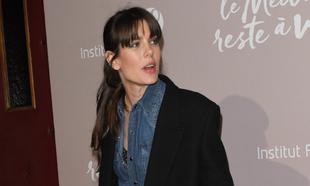 Carlota Casiraghi sabe cómo llevar la camisa vaquera de la forma más...