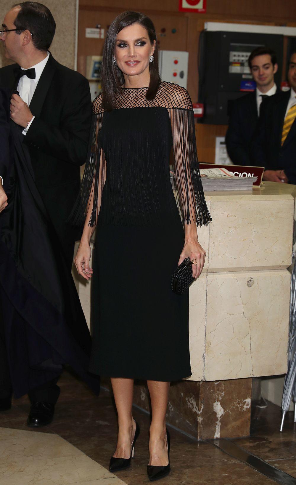 Doña Letizia con un vestido de flecos.