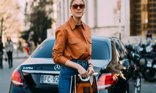 En el <em>street style </em>hemos visto como los bolsos de mano o...