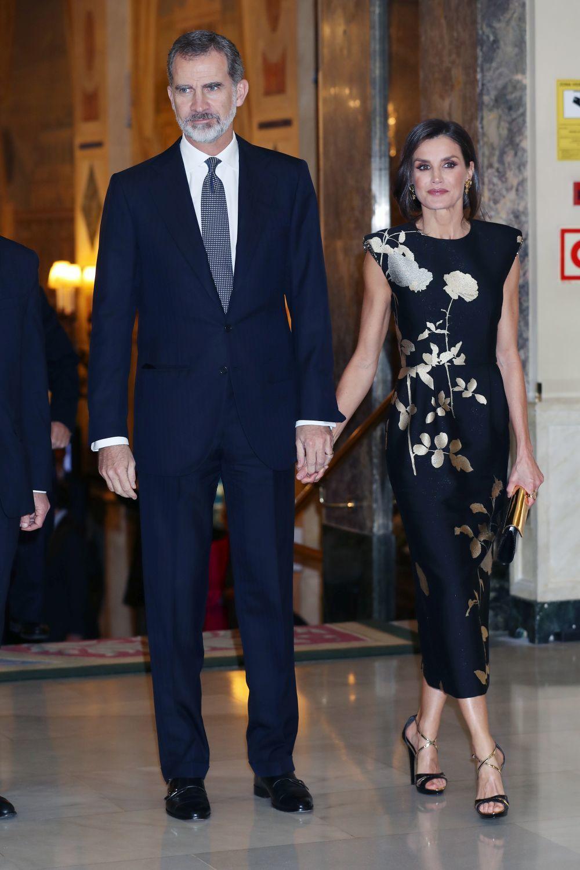 La reinaLetizia con un vestido de Dries Van Noten.
