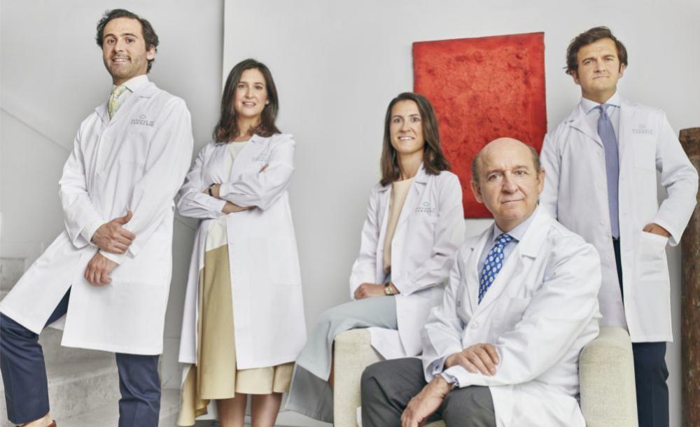 Los Martínez de Carneros: Diego (residente de Oftalmología),  Blanca...