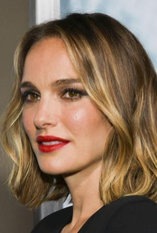 Natalie Portman con el nuevo color de pelo de moda, el smoky gold, que...