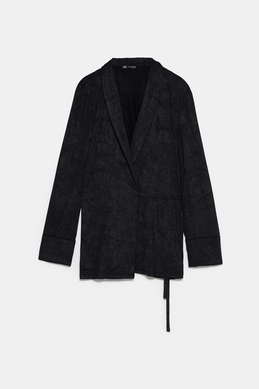 Estas chaquetas cruzadas de Zara son especiales |