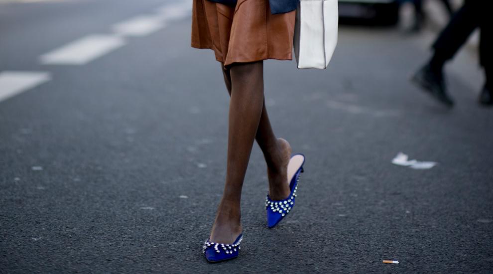 Zapatos joyas, mules y otros zapatos sofisticados como estos que vimos...