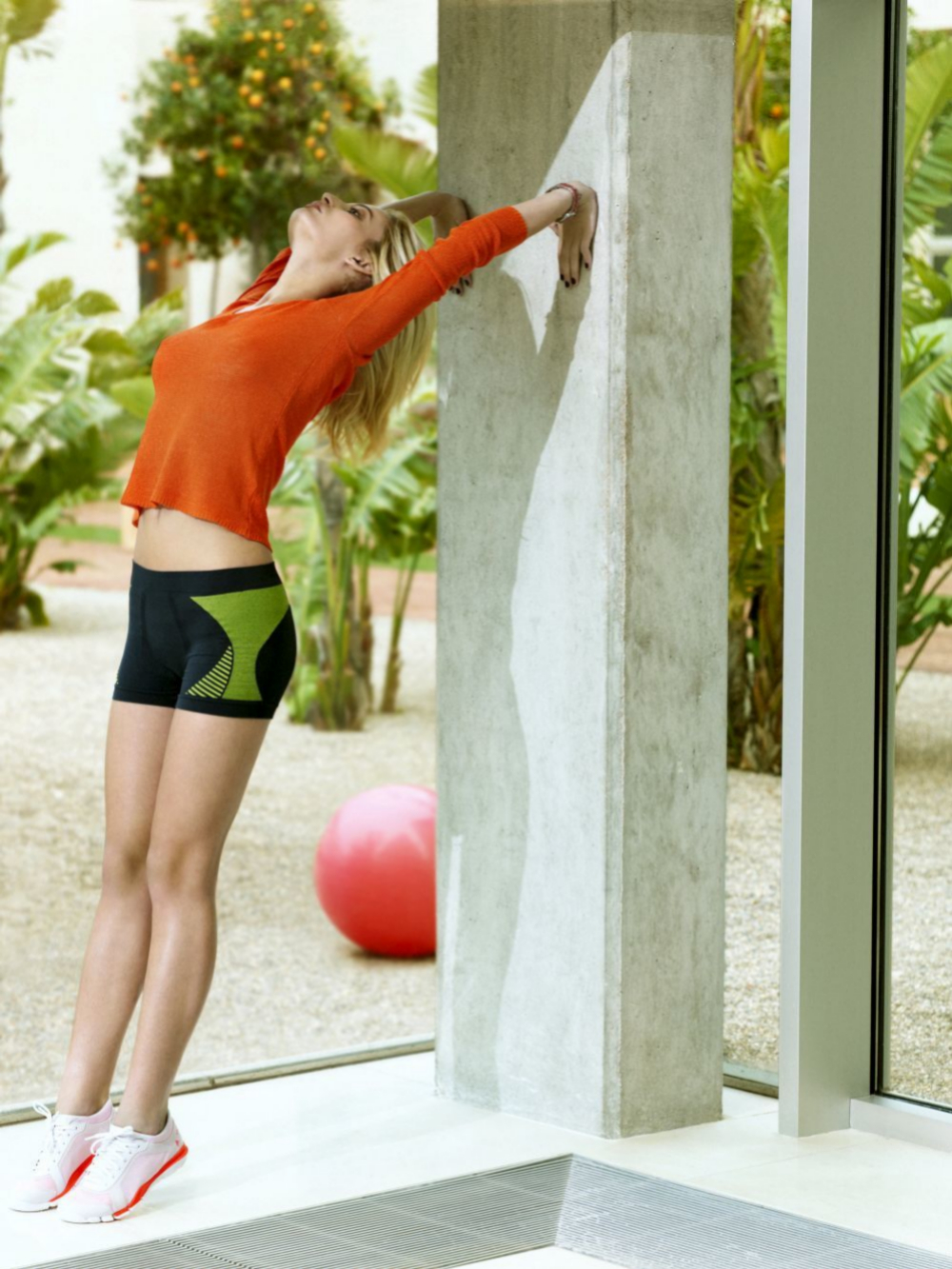 El ejercicio ayuda a combatir el estrés pues genera hormonas que lo...
