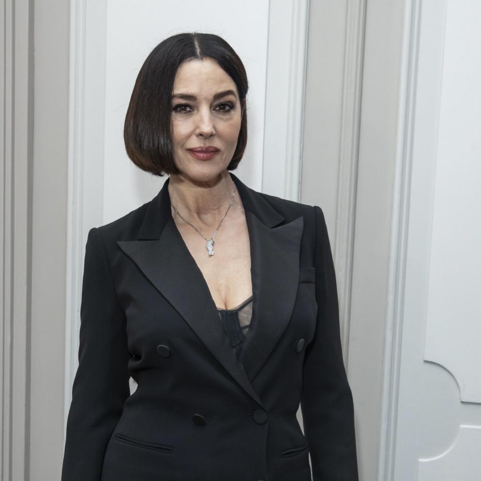 Monica Bellucci acude a una cena en París y luce un corte de pelo bob